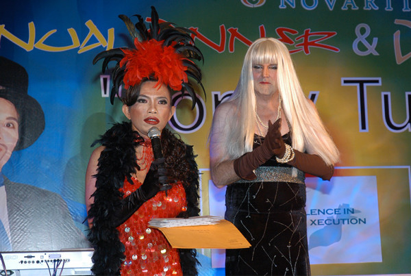 emcee-melvin-aeria-cross-dress